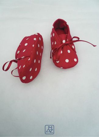 Chaussons rouges pois blancs-3