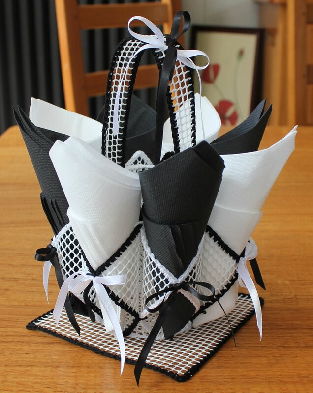 Black white le blog de macaleo - Porte serviette en grillage plastique ...