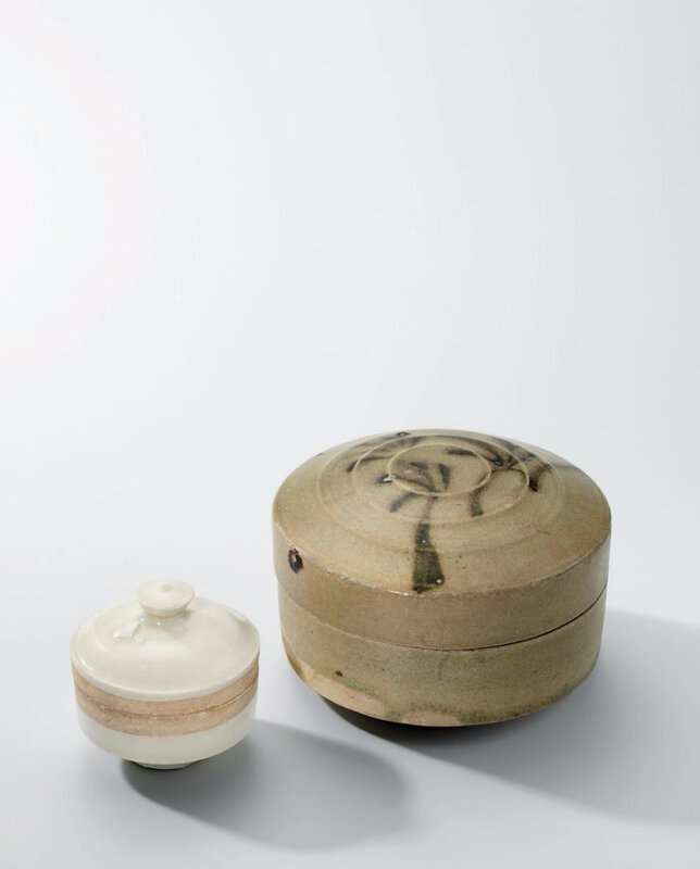 A Changsha polychrome-decorated circular box and cover and a small Ding-type box and cover, Tang-Five Dynasties (618-960)