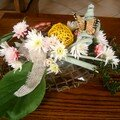 Avec des fleurs fraîches et séchées