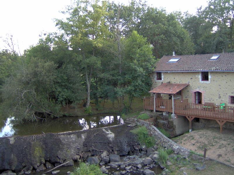 Le moulin des Bajut, rue du Pont de l'Ecuyer (Confolens)