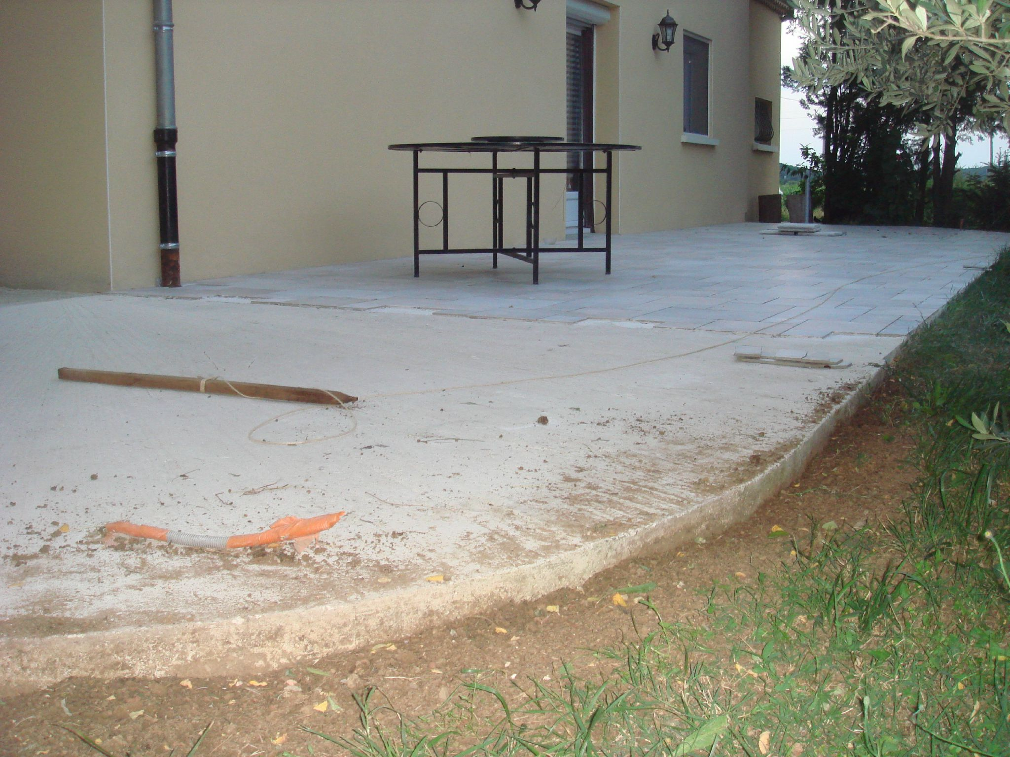 Pose de carrelage brico l services for Poser carrelage terrasse dalle beton