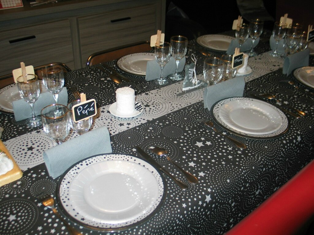 D co table r veillon jour de lan - Deco table reveillon nouvel an ...