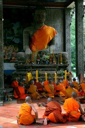 Monk_in_Angkor2