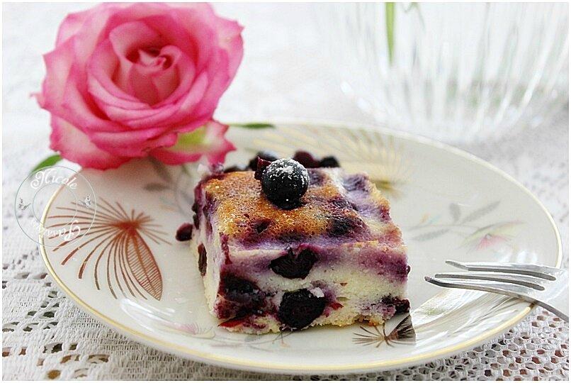 Gâteau à la brousse, zestes de citron et myrtilles