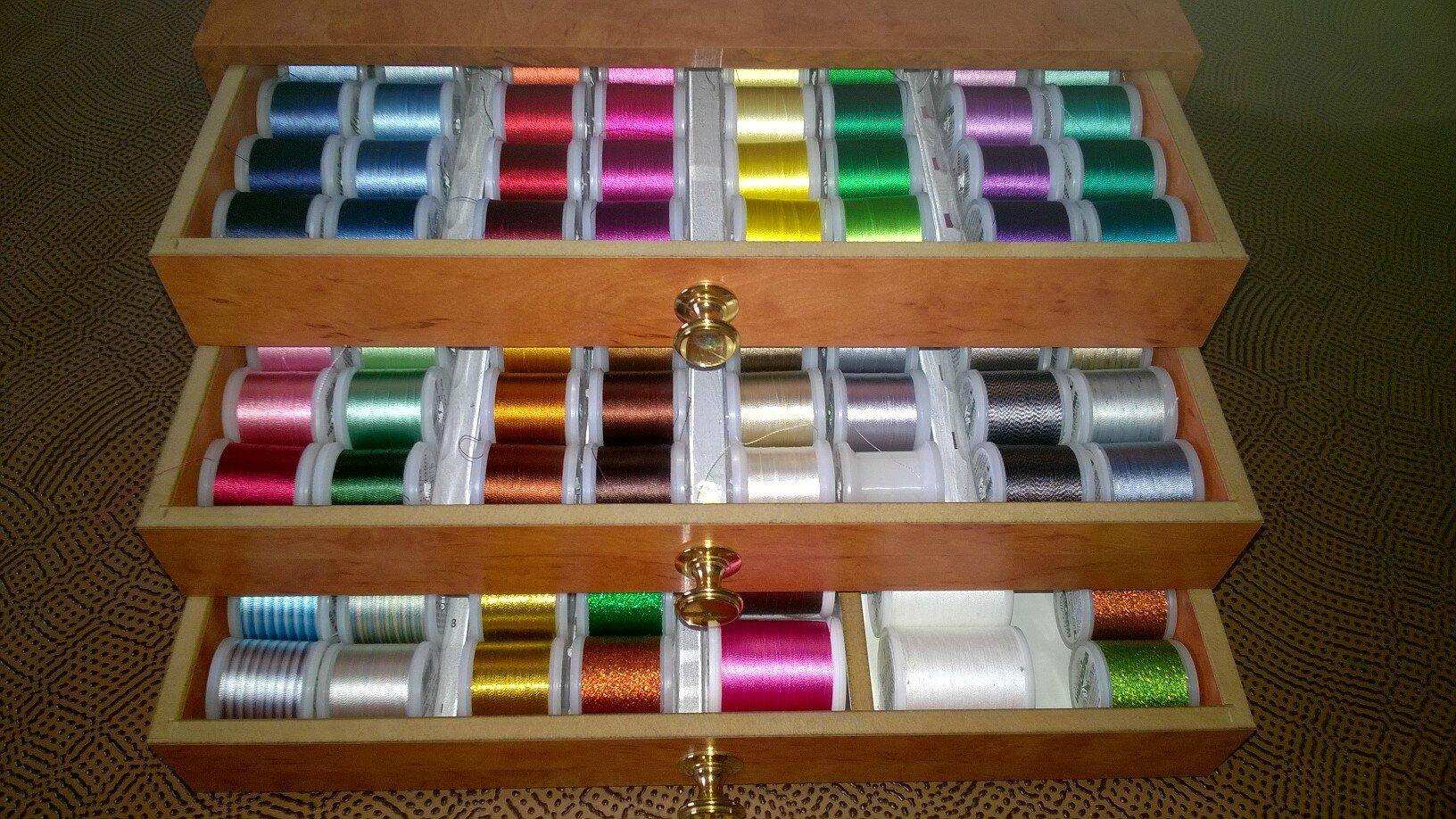 Coffret de fils broder machine madeira aux cr ations for Coffret de couture