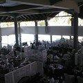 La salle est grande, mais bien compartimentée
