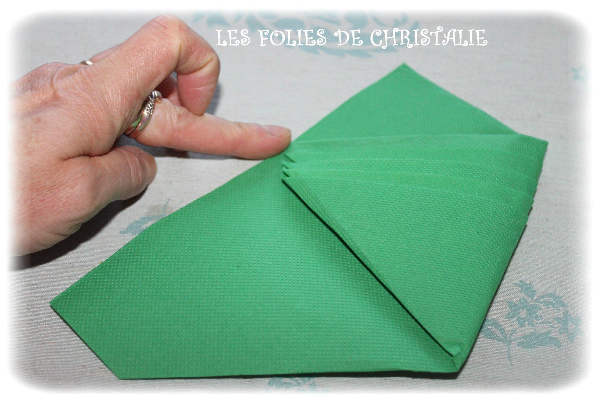 Pliage des serviettes en forme de sapin les folies de - Pliage de livre en forme de sapin ...
