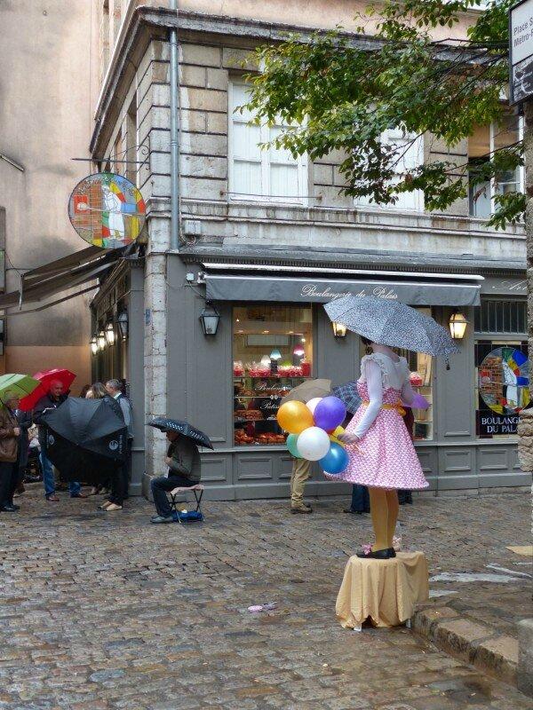 a-St-Jean-poupée vivante (1)