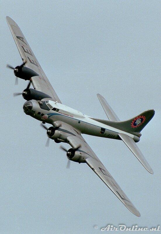 1023-f-beea-boeing-b-17-flying-fortress-la-ferte-alais