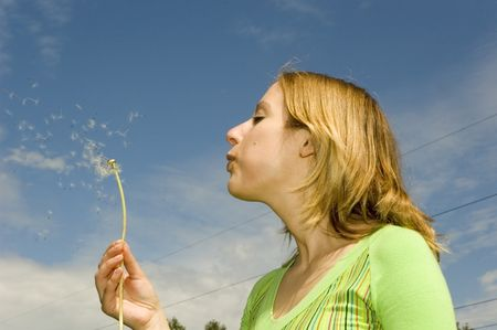 woman_blowing_dandelions