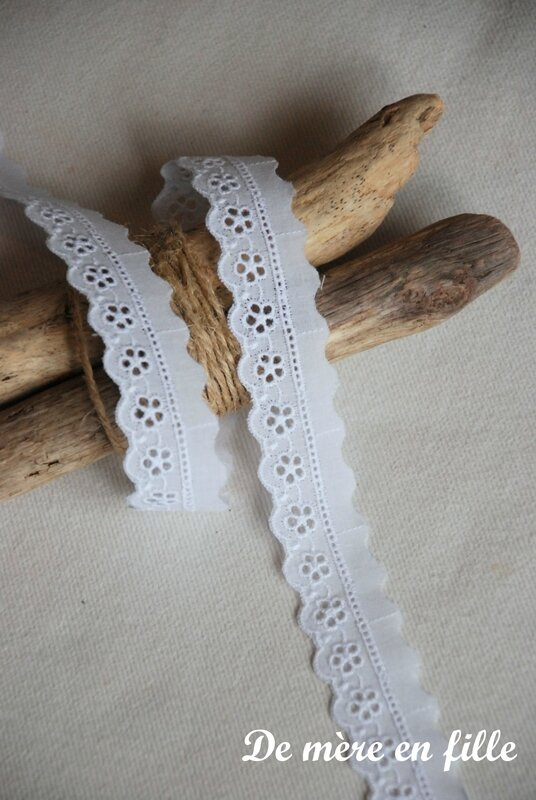 petite broderie anglaise fleurie 2