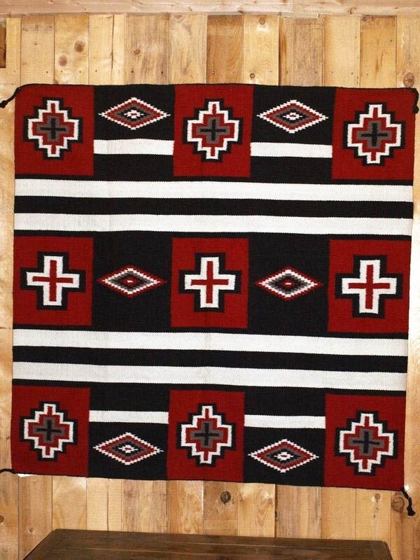 nouvel arrivage de tapis dessins navajo la cabane de l 39 ours. Black Bedroom Furniture Sets. Home Design Ideas
