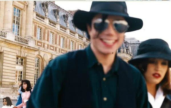 1994-michael-jackson-lisa-marie-presley-visit-the-palace-of-versailles