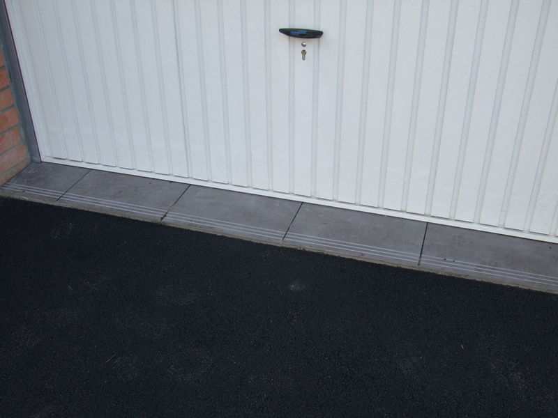 Carrelage vu de dehors suspense construction de notre for Carrelage mal pose
