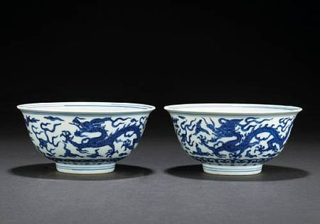 A_pair_of_blue_and_white_porcelain_dragon_bowls1