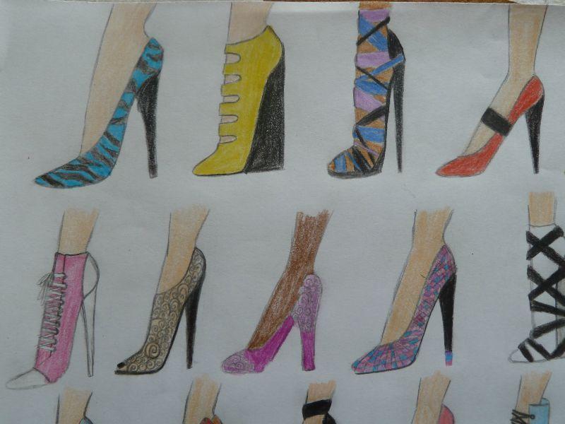 voici des dessins de chaussures!!!!!Que des talons trèèèèèèèèèèèèèèèèèèèèèèèèèèèèèès vertigineux lol!