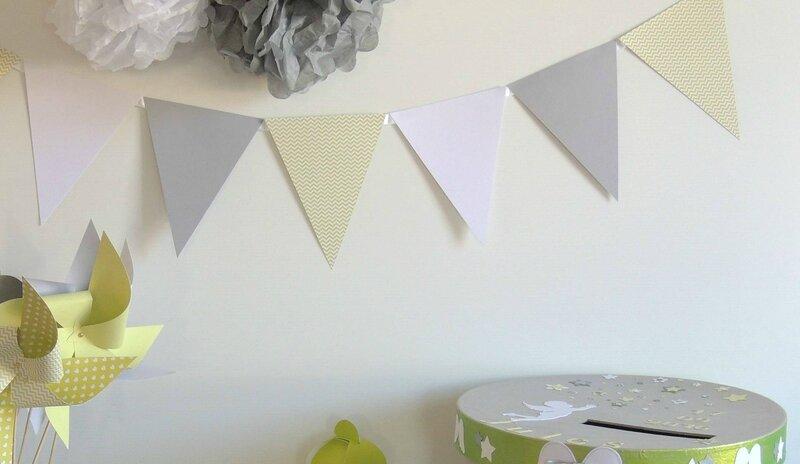 decoration bapteme theme ange etoiles vert anis gris blanc boite dragees etiquette lettres decorees fanion moulin a vent urne pompon3
