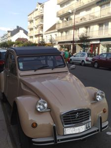 des 2cv dans la rue. Black Bedroom Furniture Sets. Home Design Ideas
