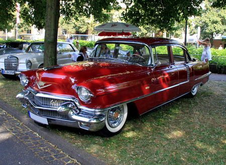 Cadillac_series_62_deVille_4door_sedan_de_1956__34_me_Internationales_Oldtimer_meeting_de_Baden_Baden__01