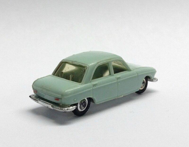 #532-Peugeot 204 bleu (2)
