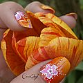nail art dégradé orange au pinceau fan brush fleurs Crocongle