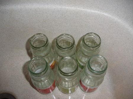 soliflore avec des bouteilles en verre recyclage et cie. Black Bedroom Furniture Sets. Home Design Ideas