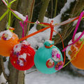 jolies boules colores en tissu pour dcorer le sapin ...