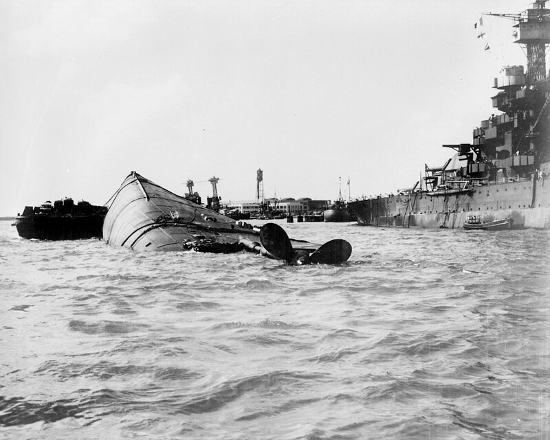 USS_Oklahoma_(BB-37)_capsized_at_Pearl_Harbor_(view_from_aft)