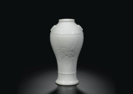 A_FINE_CARVED_AND_INCISED__FISH_AND_CRAB__WHITE_VASE