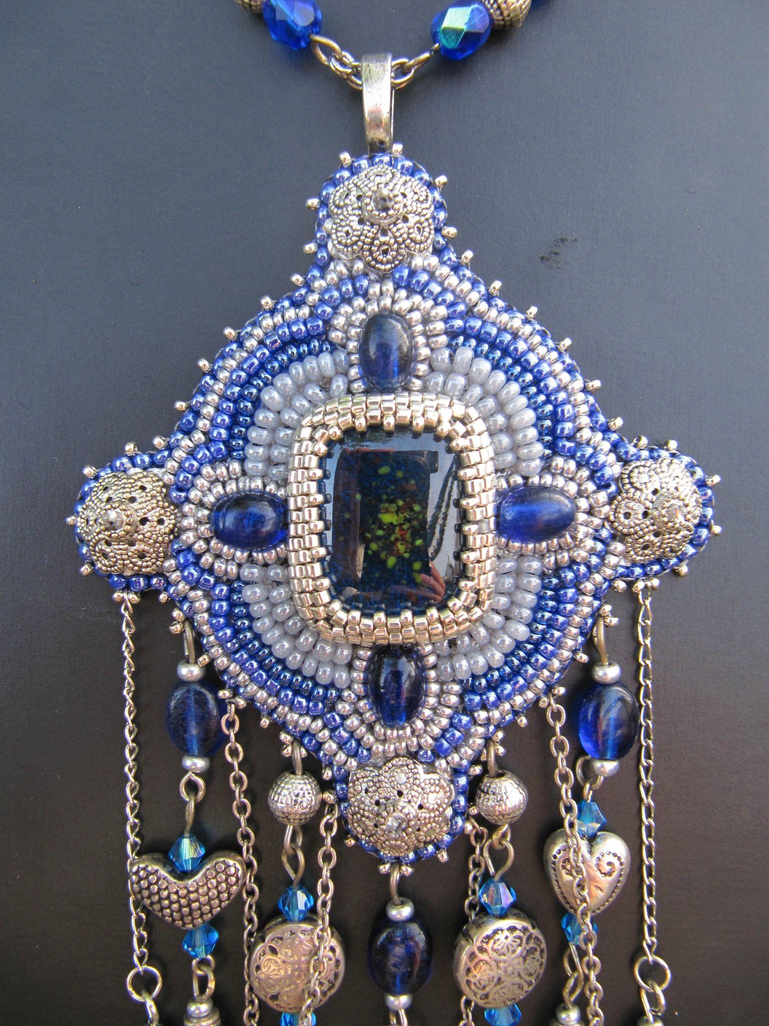 Collier long brodé bleu/argent -pièce unique
