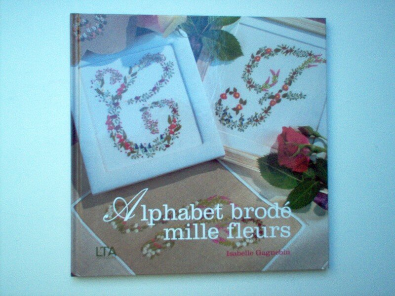 Alphabet brodé de mille fleurs 1