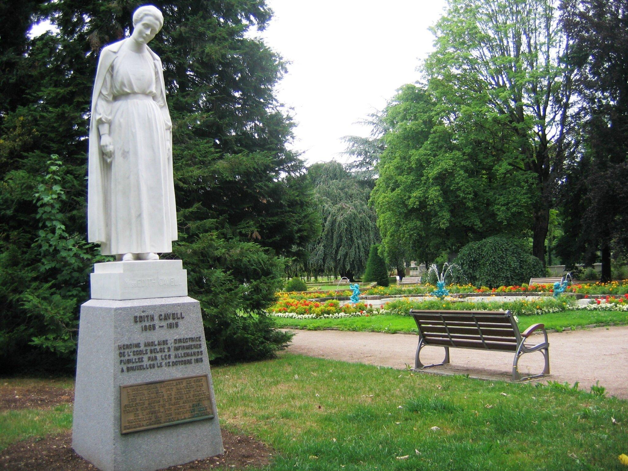 Edith Cavell, Belfort met à ses pieds un joyau floral, le square Lechten (4)