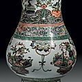 Chine, Epoque Kangxi (1662 - 1722). Vase de forme balustre  col vas en porcelaine dcore en maux polychromes de la famille 