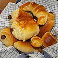 fournée de croissants et de pains au chocolat