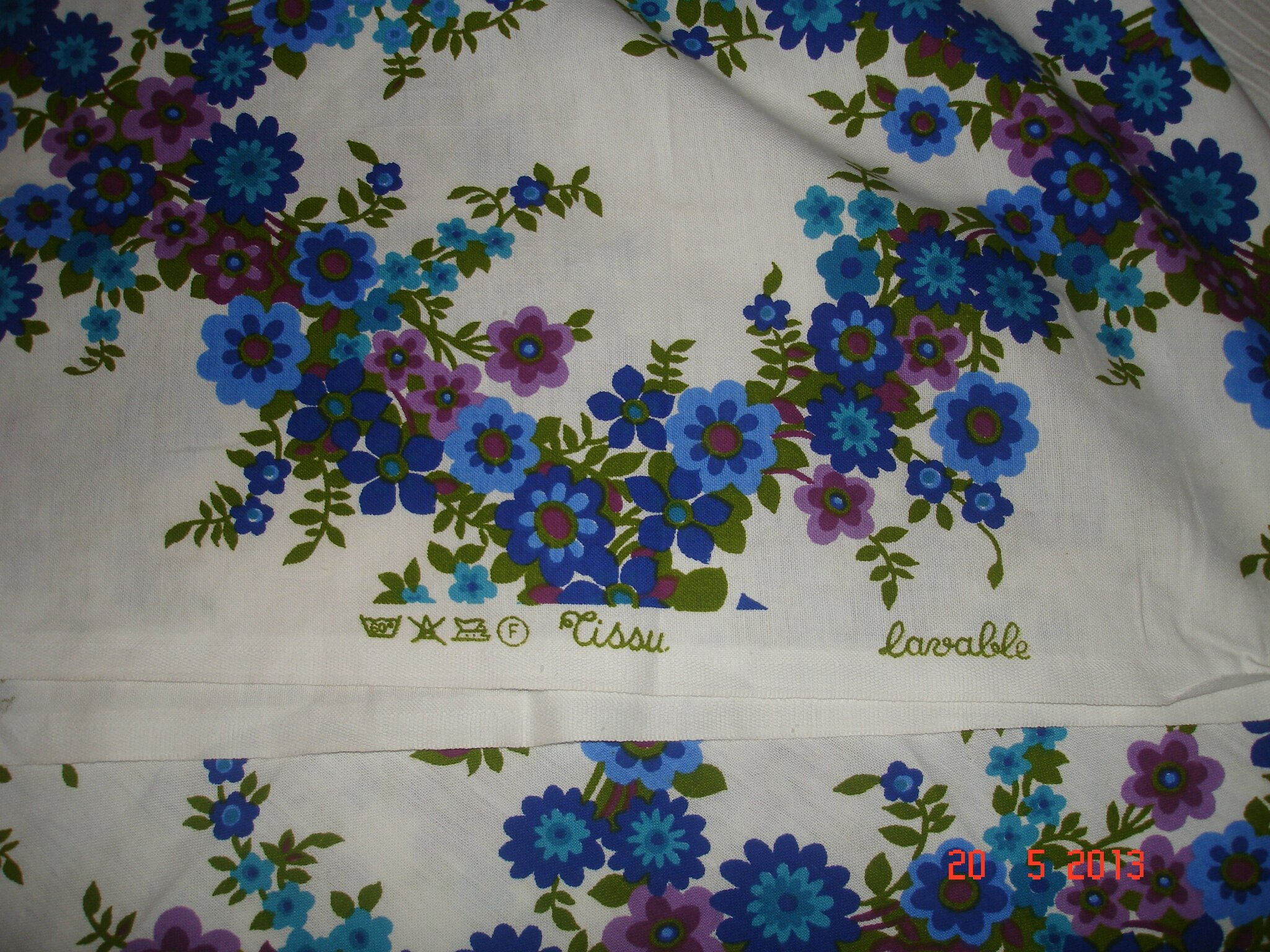 Tissus d 39 ameublement vintage fleurs vives creaantique - Tissu ameublement vintage ...
