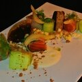 Saumon mariné, condiment de pomme et céleri sur blinis, crème aigre, conombre et fenouil mariné