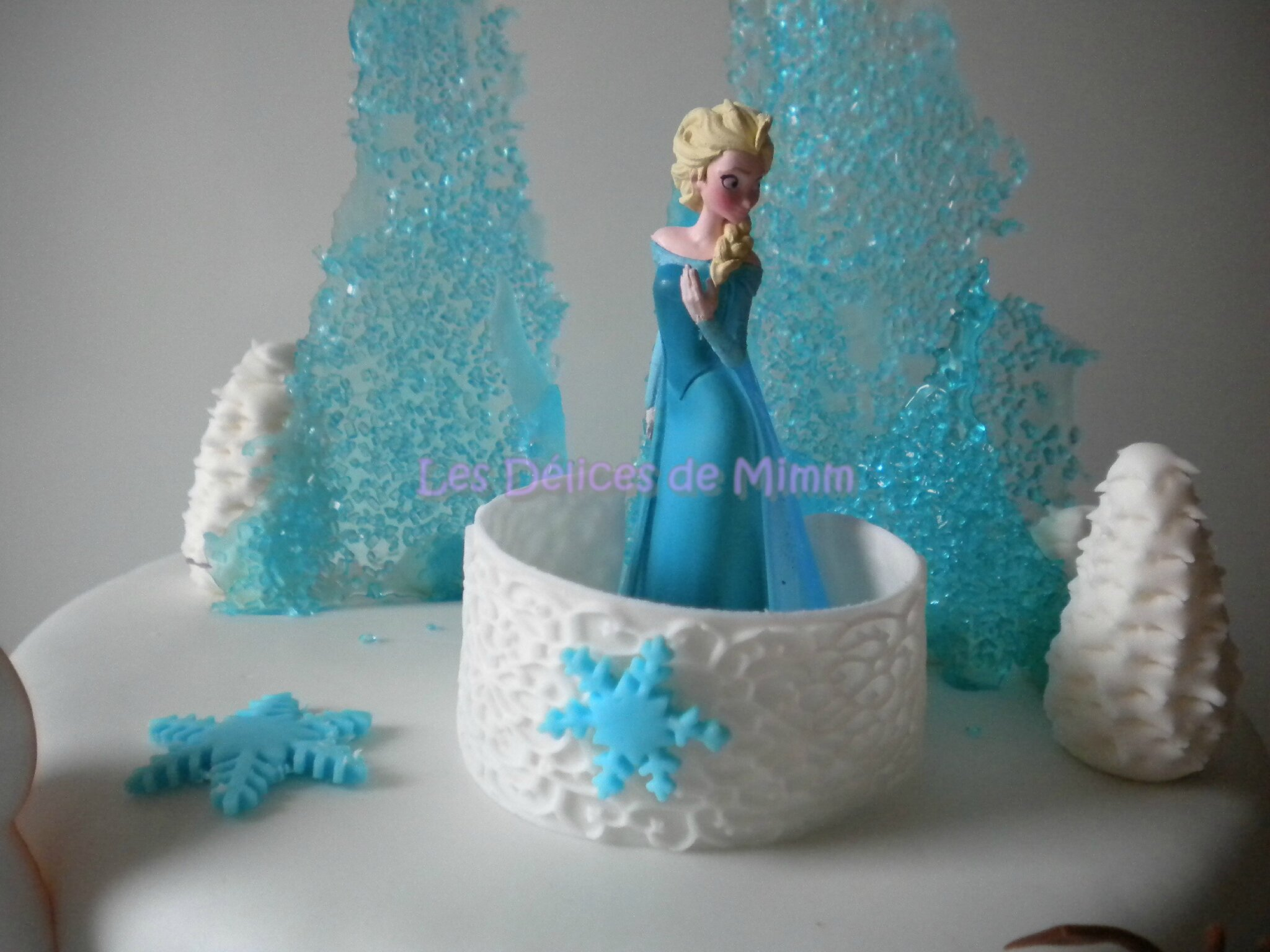 g teau la reine des neiges frozen cake les d lices de mimm. Black Bedroom Furniture Sets. Home Design Ideas