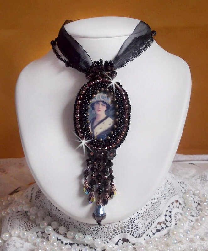 Collier pendentif Midnight Daisy 0-1
