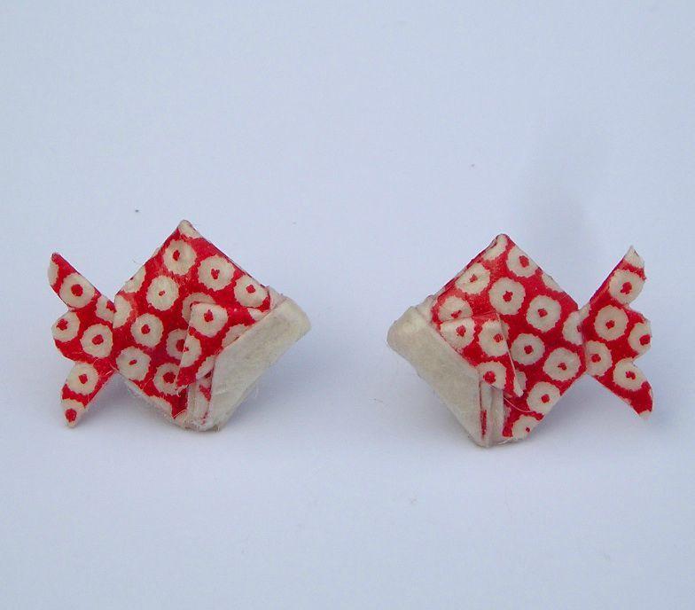 boucles d 39 oreilles puce poisson origami en papier japonais. Black Bedroom Furniture Sets. Home Design Ideas