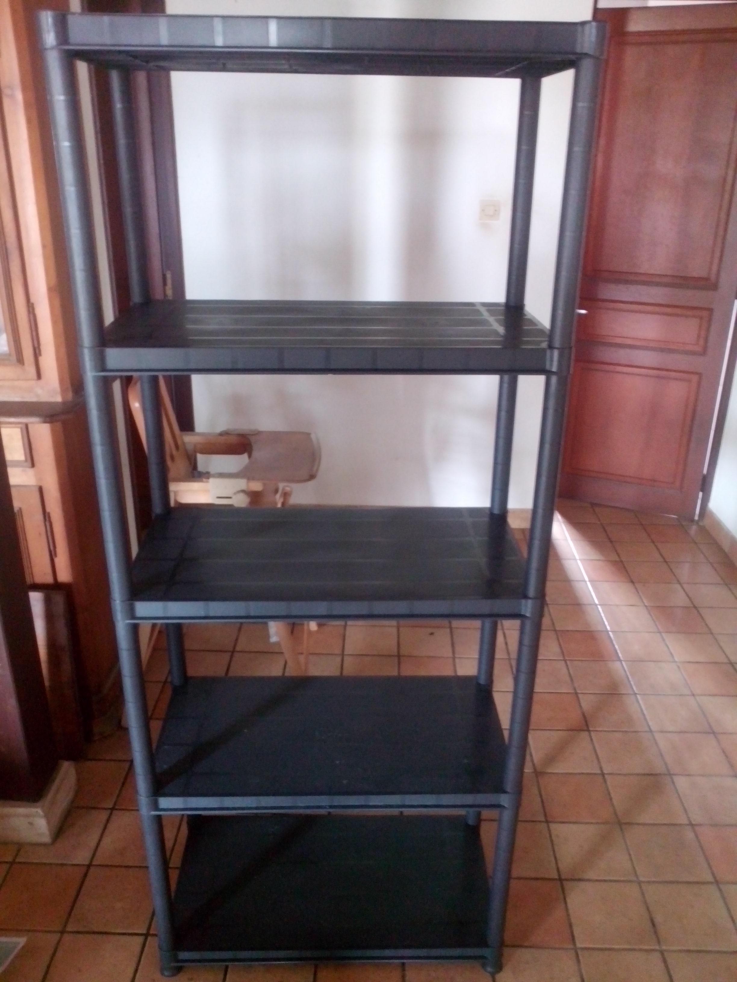 etagere en plastique noire 20 a vendre cause demenagement. Black Bedroom Furniture Sets. Home Design Ideas