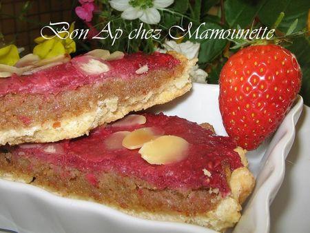 Tartelettes_aux_fraises_bio_du_jardin__framboises_sur_nid_d_amandes_bonapchezmamoune