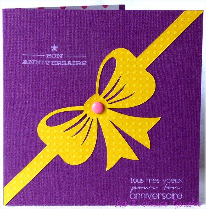 carte d'anniversaire violette avec gros noeud jaune