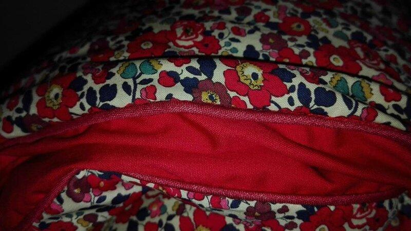 Plaid-Edredon en Liberty d'anjo rouge, dos coton rouge, passepoil rouge herme, 100x150 cm (1)