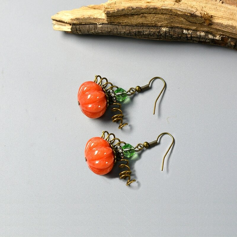 How-to-Make-Simple-yet-Chic-Pumpkin-Earrings-for-Halloween-4