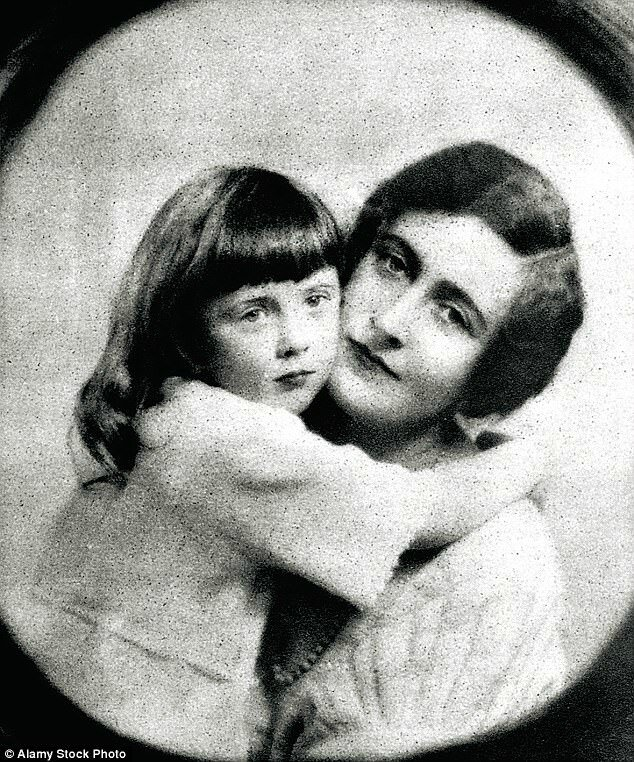 3FF98F9100000578-4476568-Agatha_Christie_with_her_daughter_Rosalind-a-1_1494234803632