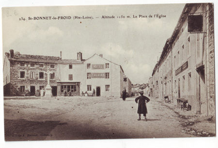 43 - BONNET SAINT FROID - Place de l'Eglise