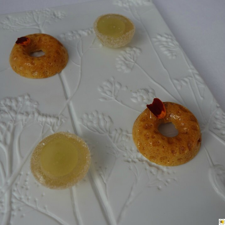 Pâte de fruit au raisin blanc, lait de Muscat, nougat caramel, miel, pistache de Sicile