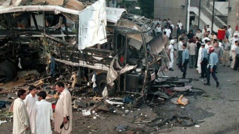 Photo-attentat-suicide-karachi-2002