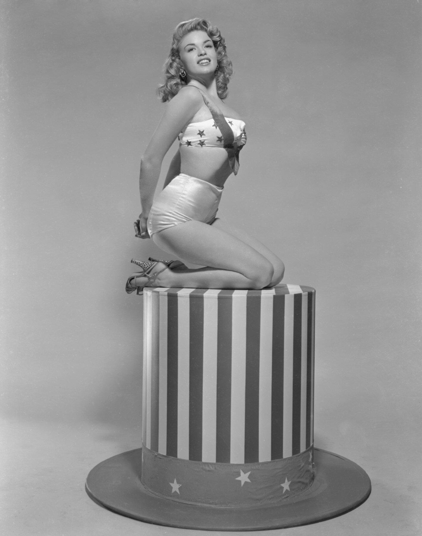 jayne-1953-portrait-studio_publicity-4-4
